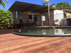 king-ash-bay-lodge-pool